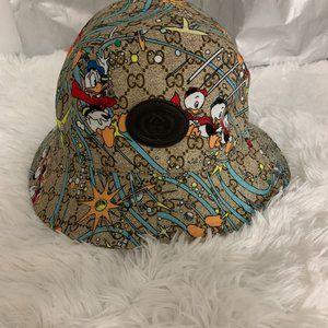 Gucci Donald Duck bucket hat